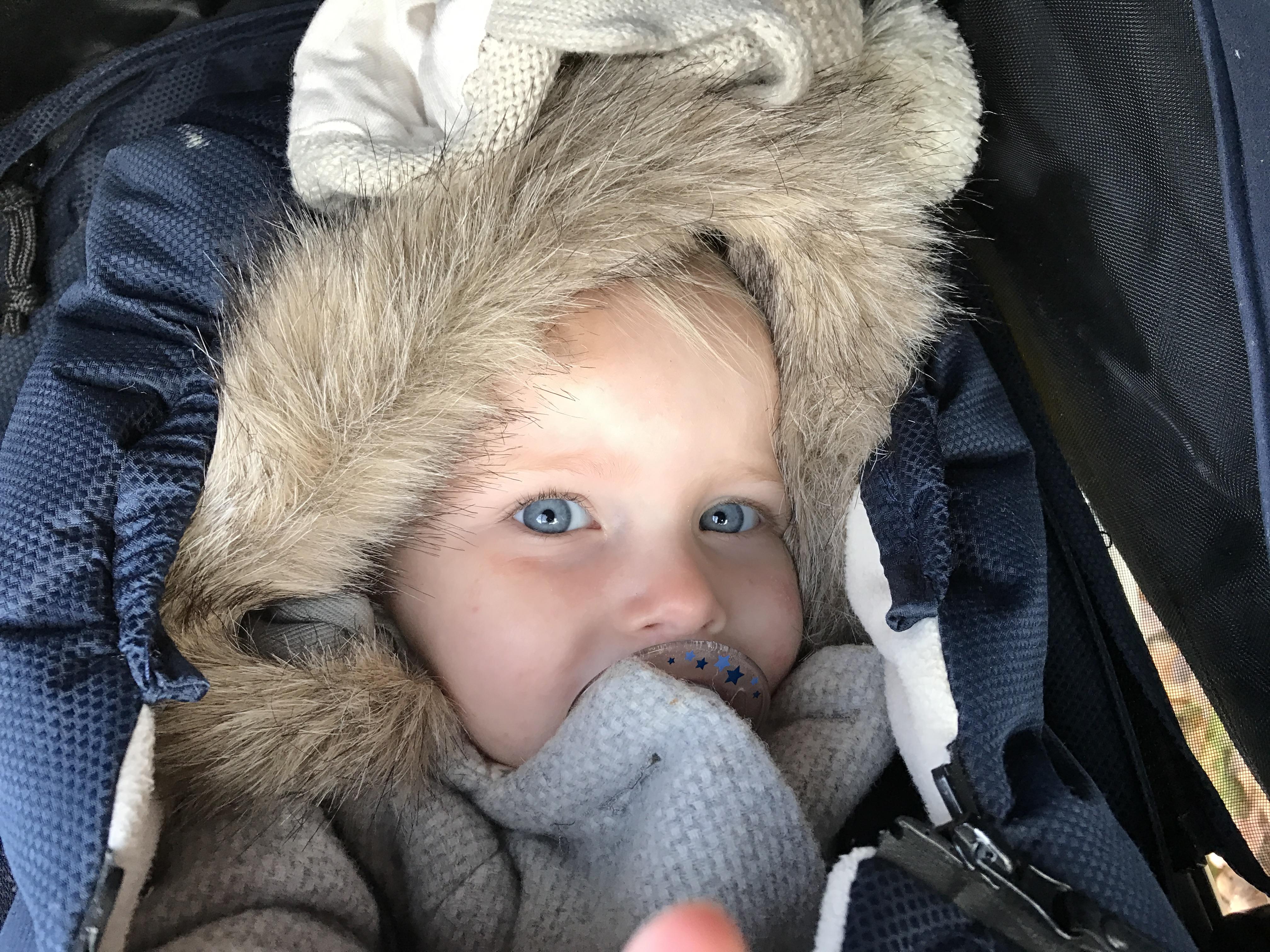 11-16-pech-onderweg-autopechanwb-kinderen-kleine-baby-kind-wat-doen-alarm-uit-de-auto-ervaring-nanny-moeder-amsterdam-warm