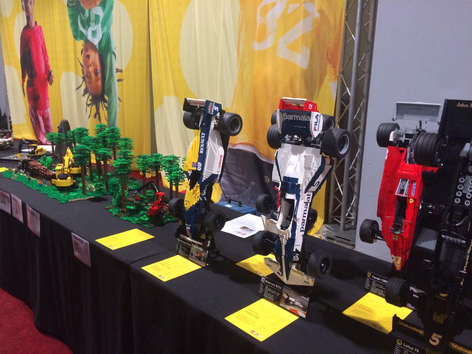 11-17-legoworld-legoland-lego-beurs-vaders-moeders-jongens-bouwen-evenement-vakantie-jaarbeurs-kinderen-activiteit-familie-nanny-moeder-amsterdam-auto