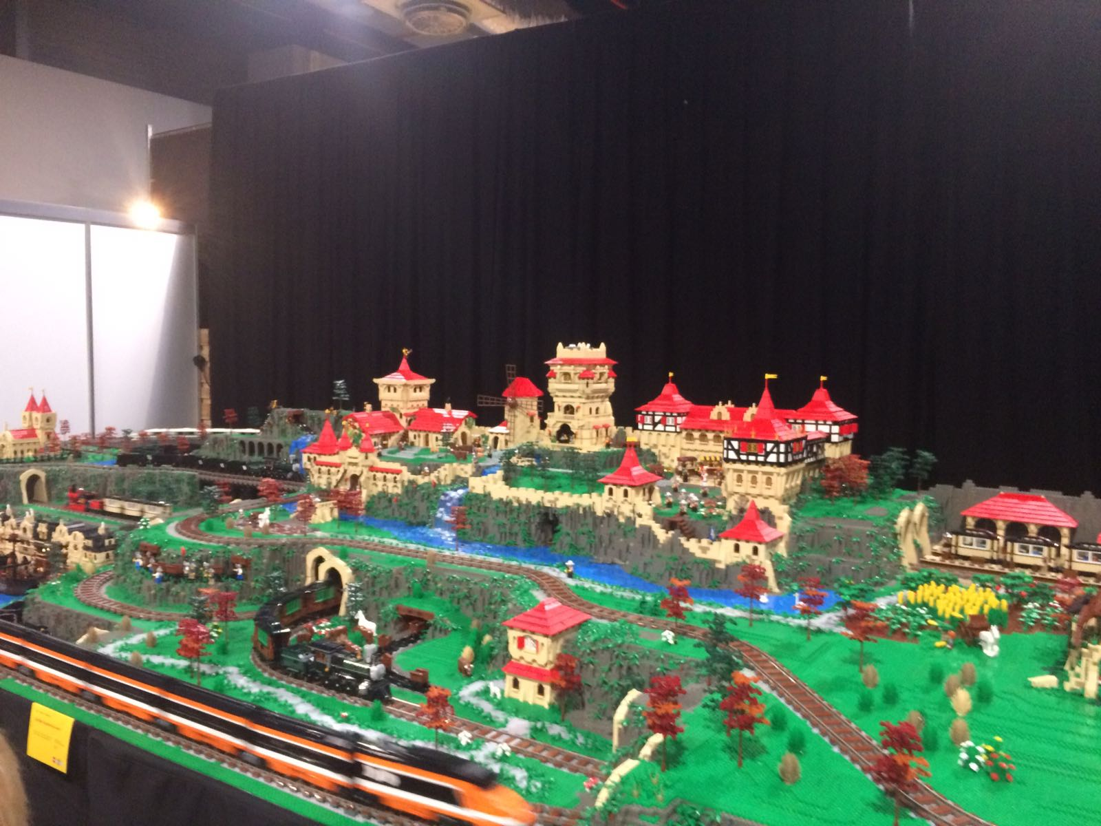 11-17-legoworld-legoland-lego-beurs-vaders-moeders-jongens-bouwen-evenement-vakantie-jaarbeurs-kinderen-activiteit-familie-nanny-moeder-amsterdam-land