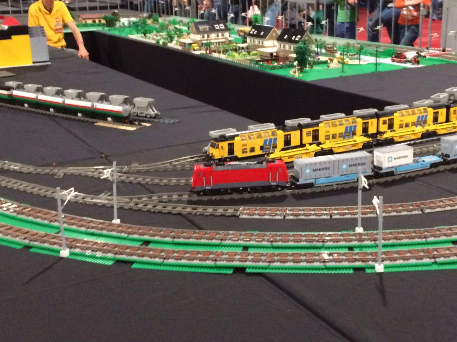 11-17-legoworld-legoland-lego-beurs-vaders-moeders-jongens-bouwen-evenement-vakantie-jaarbeurs-kinderen-activiteit-familie-nanny-moeder-amsterdam-trein