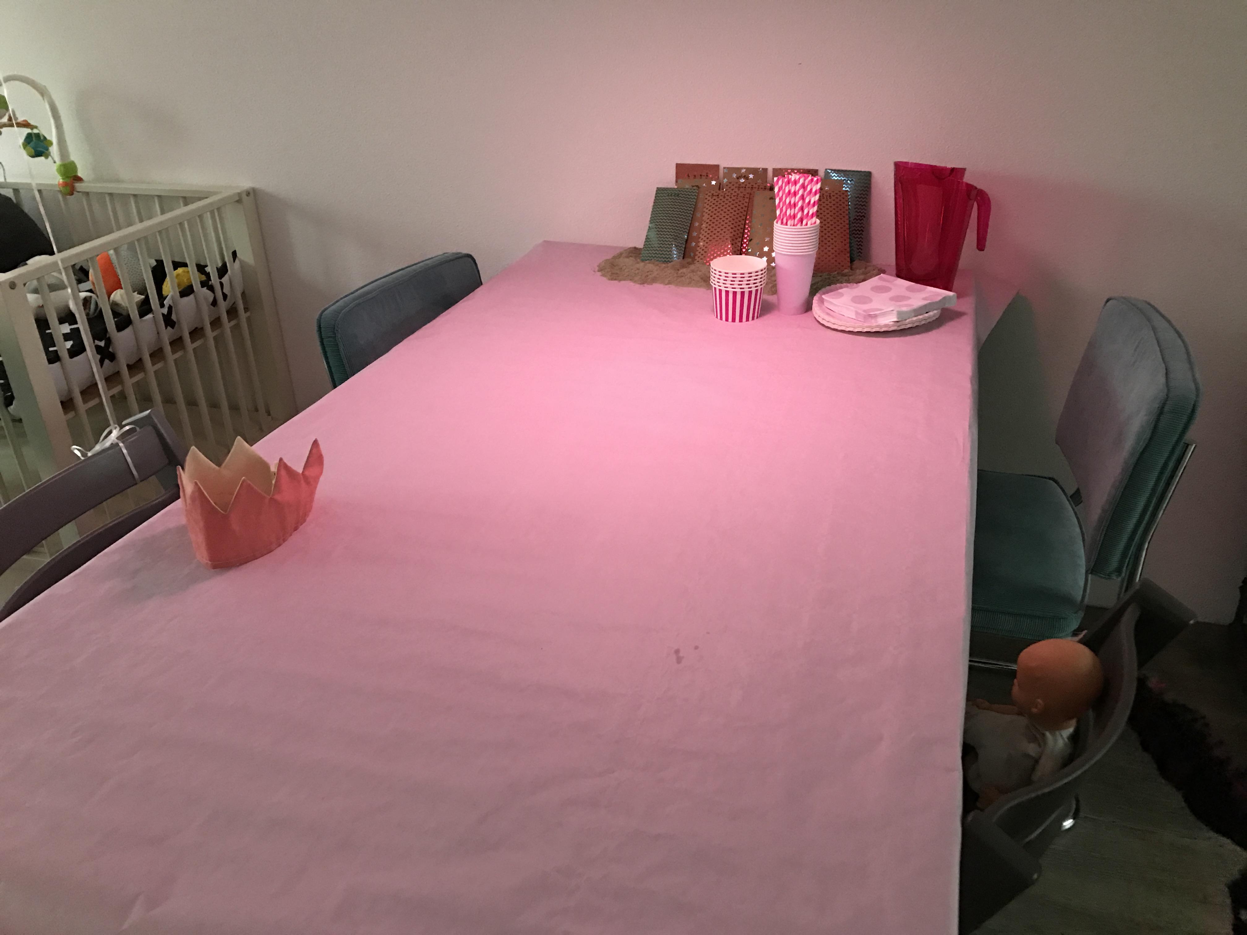 12-16-taart-zandkasteel-nola-2-jaar-verjaardag-verjaardagstaart-baby-meisje-kind-roze-thema-zand-dag-bestellen-balonnen-helium-nanny-moeder-amsterdam-diemen-vriendintafelkleed