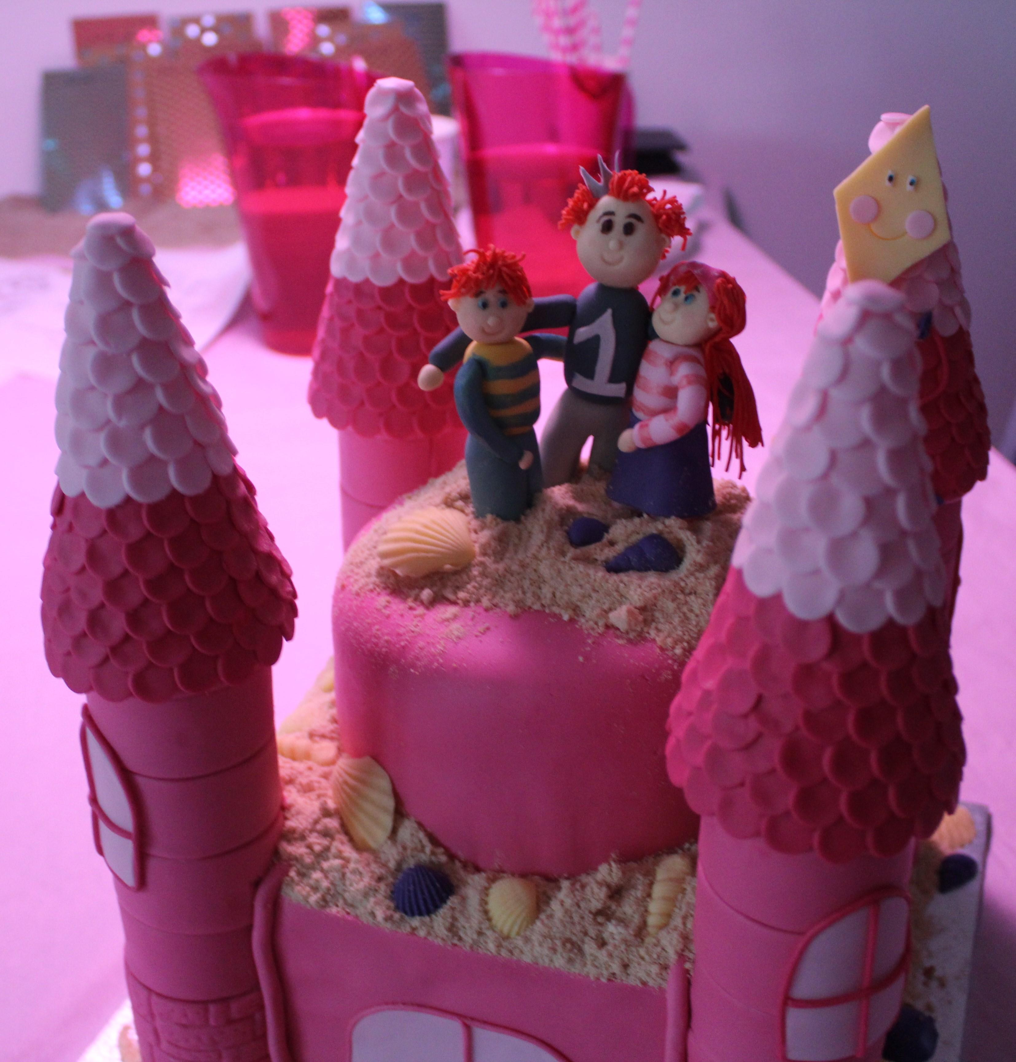 12-16-taart-zandkasteel-nola-2-jaar-verjaardag-verjaardagstaart-baby-meisje-kind-roze-thema-zand-dag-bestellen-balonnen-helium-nanny-moeder-amsterdam-diemen