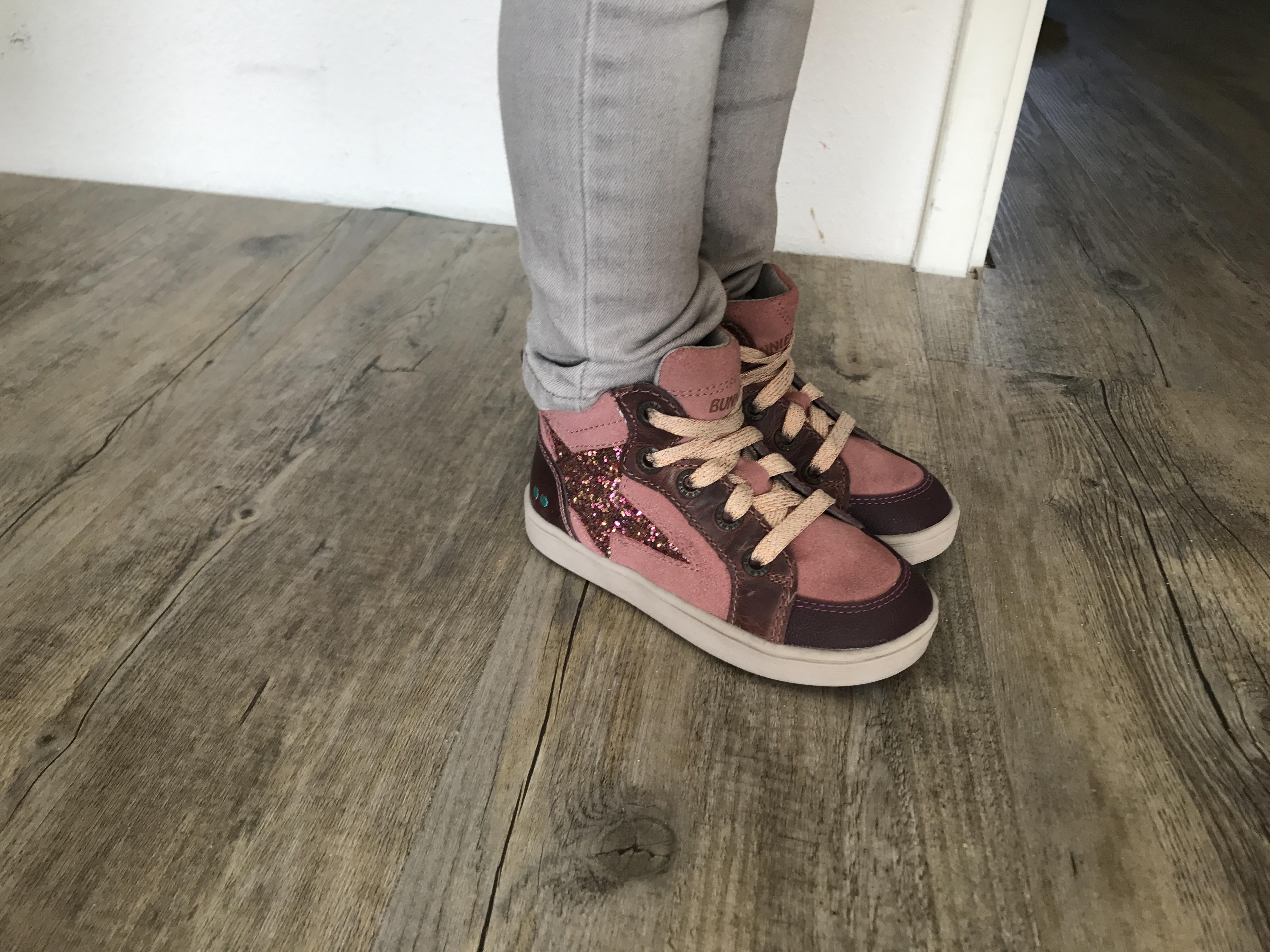 8fae55ed2ef Deze schoenen kan je matchen met veel verschillende broeken. Nola draagt  tegenwoordig veel spijkerbroeken aangezien ze dat elke keer zelf wil.
